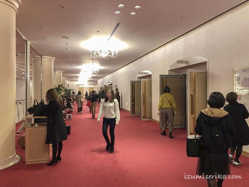 1階席のあるフロアの廊下