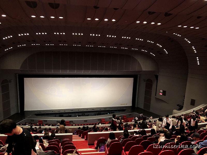 宝塚大劇場の客席から見た舞台