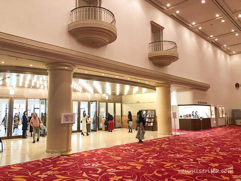宝塚大劇場改札を内側から