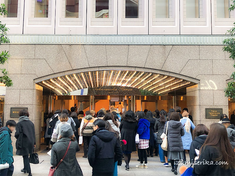 東京宝塚劇場の入口
