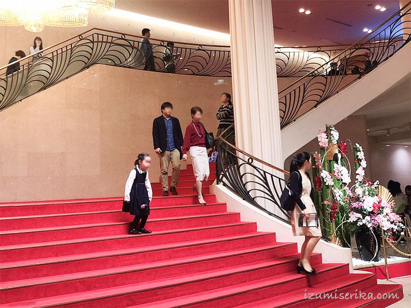 東京宝塚劇場の1階ロビー