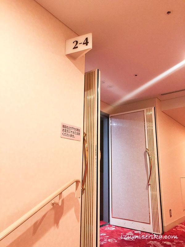 東京宝塚劇場の客席入口
